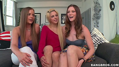 Group of lesbian chicks Holly Hanna and Shae Snow with Mercedes Lynn
