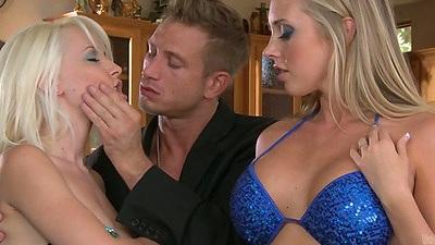 Big tits blonds and Samantha Saint and Stevie Shae flash asses