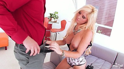 Blowjob from busty Tasha Reign kneeling down