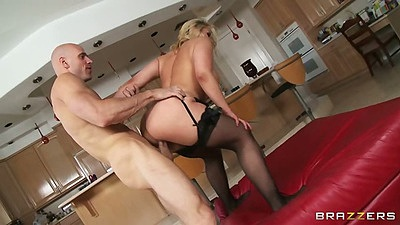 Standing fuck with big ass milf Sarah Vandella and trimmed pussy