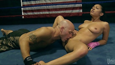 Pussy licking Adrianna Luna while she sucks in boxing ring