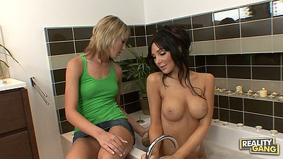 Shower lesbian fun with Diana Prince and Amy Brooke getting wet