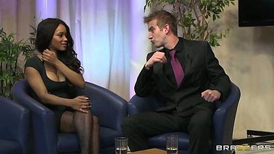 Ebony Kiki Minaj goes down on her knees for that sucking job