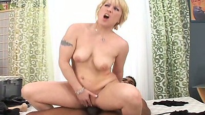 Reverse cowgirl interracial fuck with Lindsia