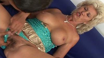 Lingerie mature gilf Renata F gets fingered and blowjob