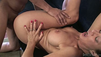 Busty milf Vanessa Videl fucked into hair pussy and dick sucking
