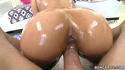 Great ass view in pov on Lallasa as she gets all oiled up