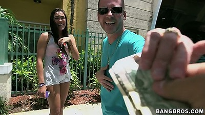 Teen Kitty picked up for some cash outdoor in public for a ride