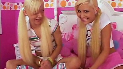 Fingering fingering and kissing with Little Laney blonde