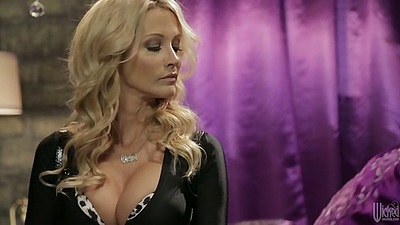 Blonde super babe milf jessica drake makes it all classy