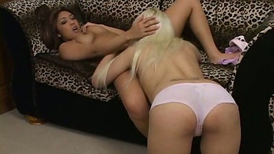 Blonde and asian lesbian girls Cindy and Nautica eat each other