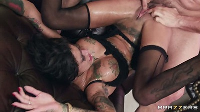 Anal cock loving wives enjoying a double penetration wife swap from Veronica Avluv and Bonnie Rotten