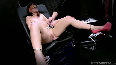 Machines and blind fold teen fuck with man doing the work Elizabeth Bentley