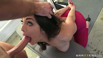 Holly Michaels opens her moth wide and gets a deep throat getting with ass ripping doggy