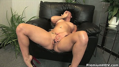 Masturbation from horny carrot loving milf Ava Rose