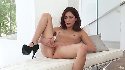 Foxy and class Ashlyn Molloy naked with small tits