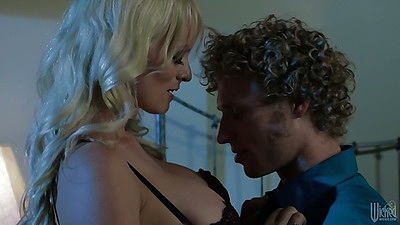 Blonde Stormy Daniels takes off her bra and gets man to go down on her
