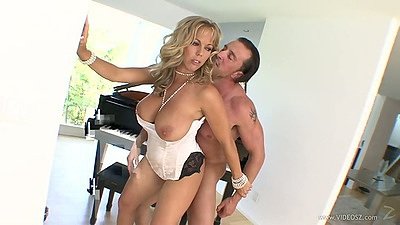 Cheating wife in lingerie standing fuck from Amber Lynn Bach