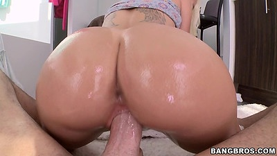 Oil on perfect shaped ass Stevie Shae and a blowjob in pov