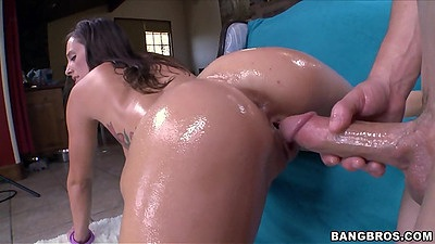 Fully oiled up body and a round perfect shaped ass Jamie Jackson sex