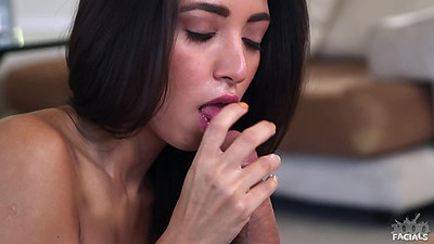 Blowjob with slender chick Frieda Sante