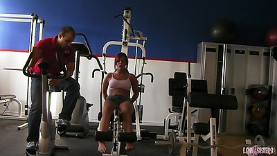 Working out with redhead sporty slut in gym