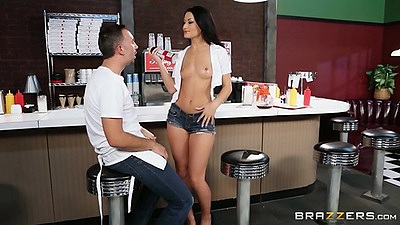 Skinny teen in the diner does sucking on her knees Kelly Diamond