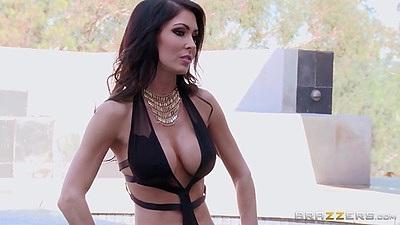 Great looking solo pornstar milf Jessica Jaymes