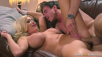 Huge tits blonde mommy who is a sporty bitch Summer Brielle