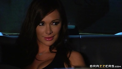 Cabby fuck with Destiny Dixon by the car