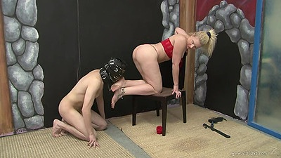 Heidi Mayne gets her feet loved and does pov cock biting