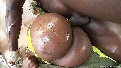 Round giant black ass in oil getting pumped from the side Cherokee