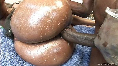 Sideawys pumping a juicy black booty with oil Queen Diva